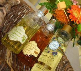 Verveine-agrume, Beurre de karité-miel pour les gels douches et une huile douche parfumée par Jeanne en Provence.